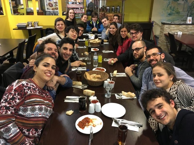 grupo-de-hispanos-en-colonia