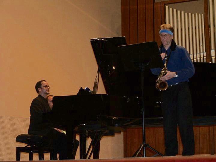 Concierto con Arno, tocando mi sonata para saxo alto y piano (1).jpg