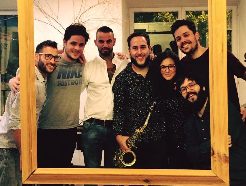 Colmena en la Escuela Internaci onal de Tatuadores Valentín Franco de Madrid en su concierto del 19 de Septiembre de 2016.jpg